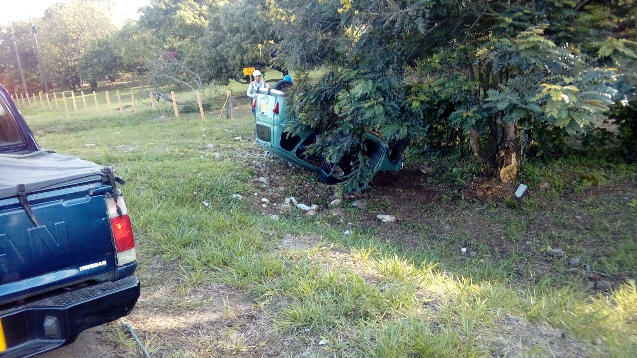 Dos lesionados deja  choque de vehículo en vereda El Triunfo de Villanueva vía Marginal del Llano