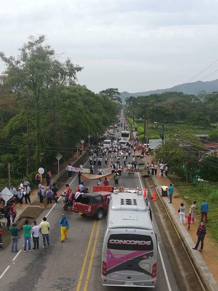 Estudiantes de Monterralo advierten que si no va secretaria de educación al sitio mantendrán protesta indefinidamente
