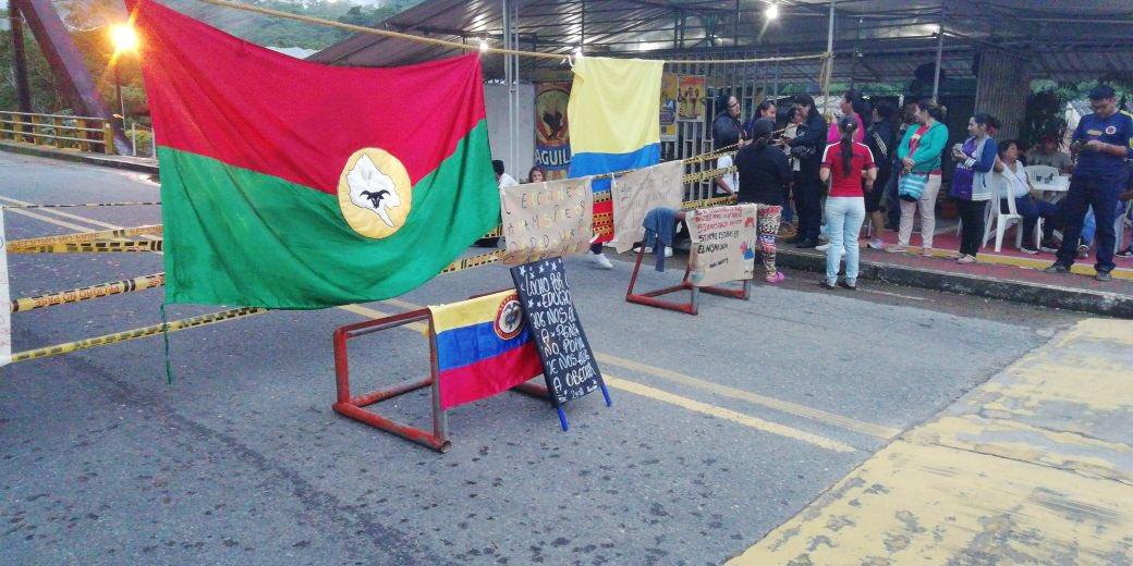 Nuevamente estudiantes  bloquean vía del Cusiana  en Aguazul