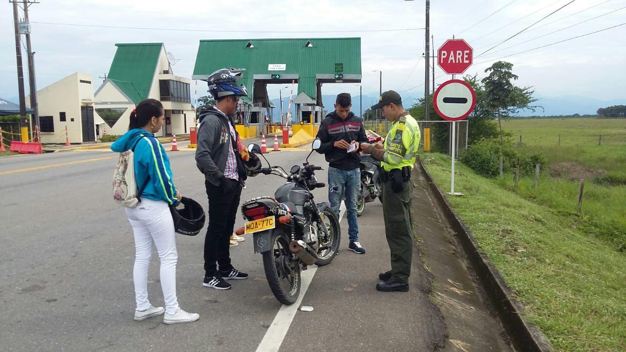 Policía de tránsito y transportes  realiza actividad de prevención en vía Marginal del Llano