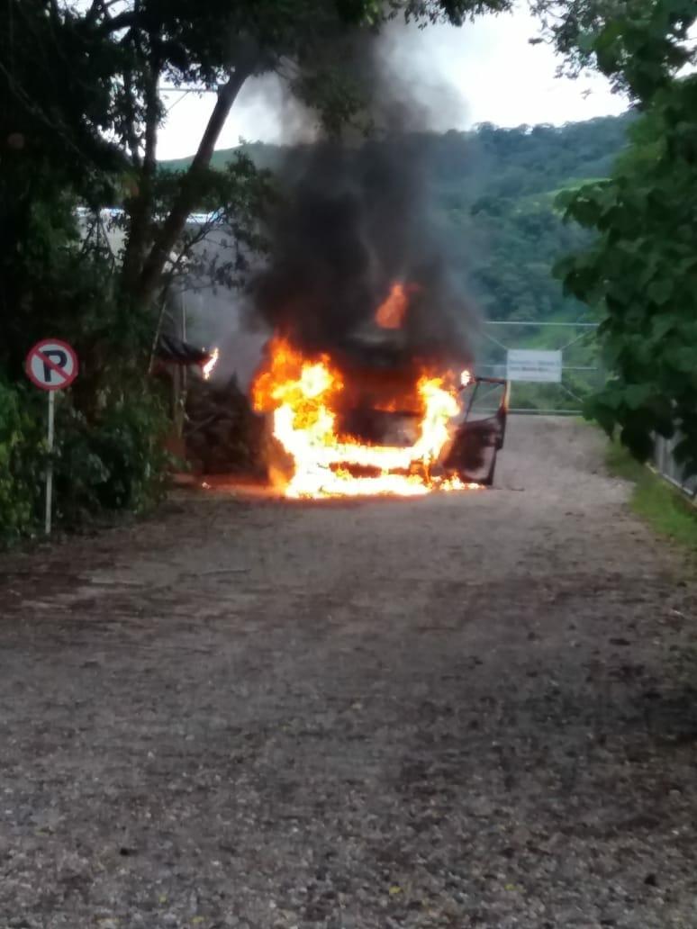 No se sabe quién quemó vehículo frente a Termo Mechero