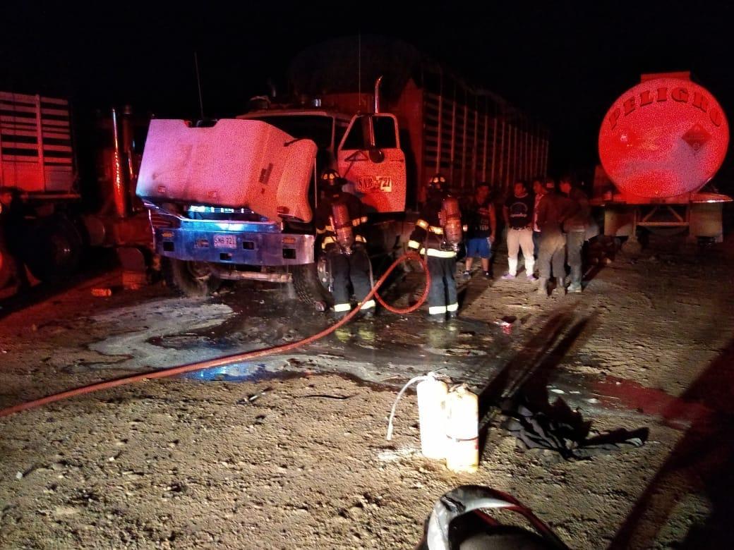 Controlan incendio de tracto camión en Yopal