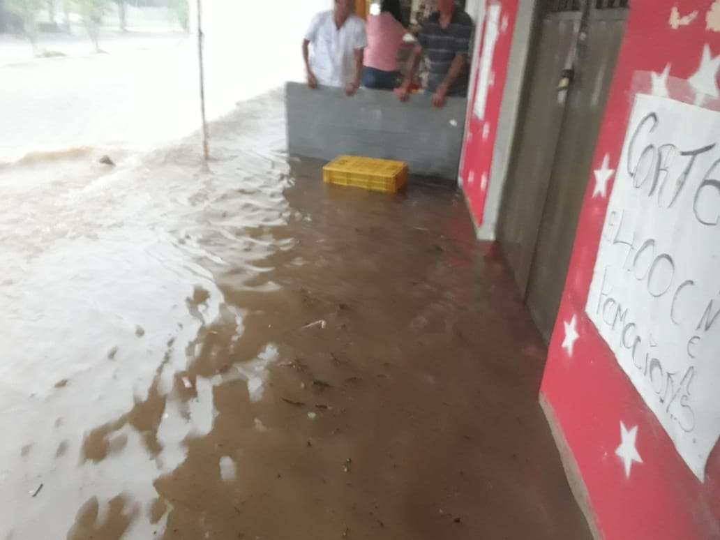 Nuevamente alcantarillado pluvial de Pore genera inundaciones
