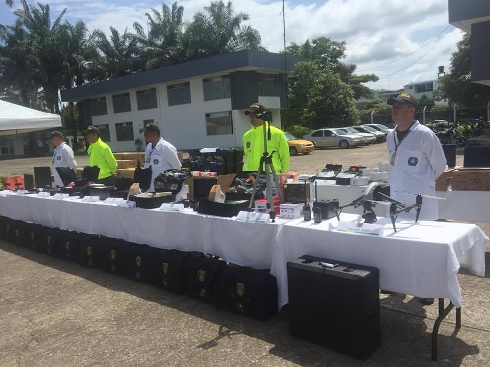 Gobernador de Casanare Josué Alirio Barrera entregó modernos equipos tecnológicos a la policía