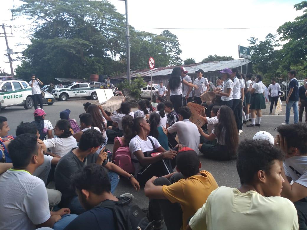 Estudiantes de la UPTC sede Aguazul   marcharon en defensa de la Universidad publica
