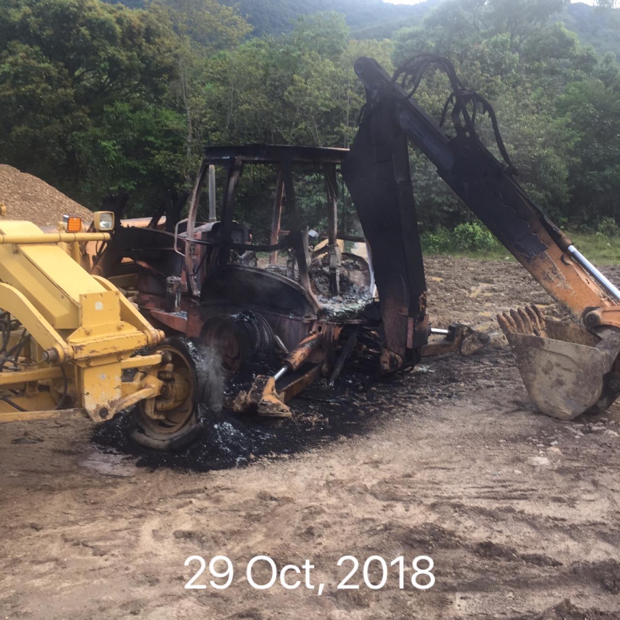 Desconocidos a nombre del ELN queman máquinas que arreglaban vía