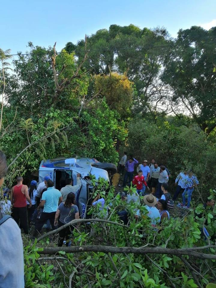 Una persona muerta y 15 heridos en accidente de buseta de libertadores
