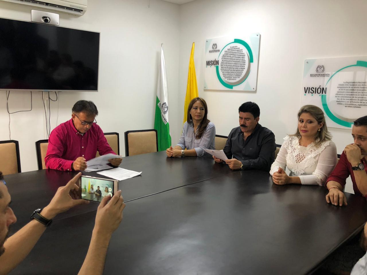 Inscriben en registraduría a Marco Tulio Ruiz para recoger firmas como candidato