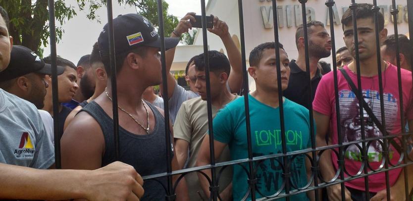 Más de cien militares venezolanos se encuentran en los llanos colombianos