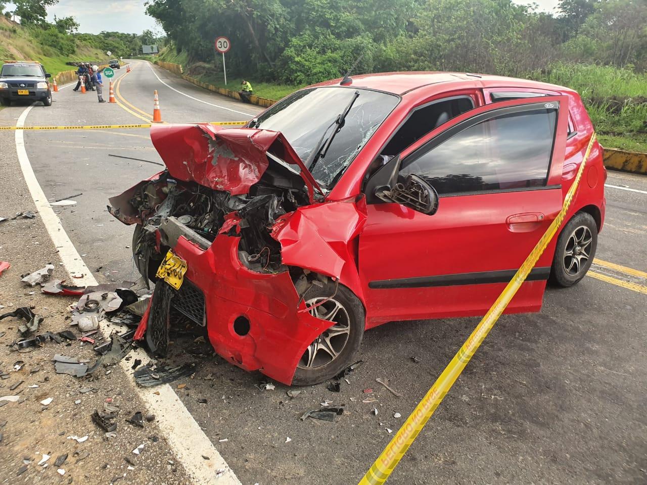 Una persona muere en colisión de dos vehículos en via a Monterrey