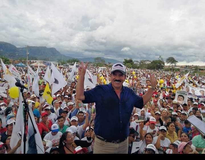 Marco Tulio Ruiz aclamado en la Bendición
